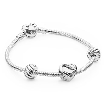 PANDORA Filled with Love Bracelet Gift Set