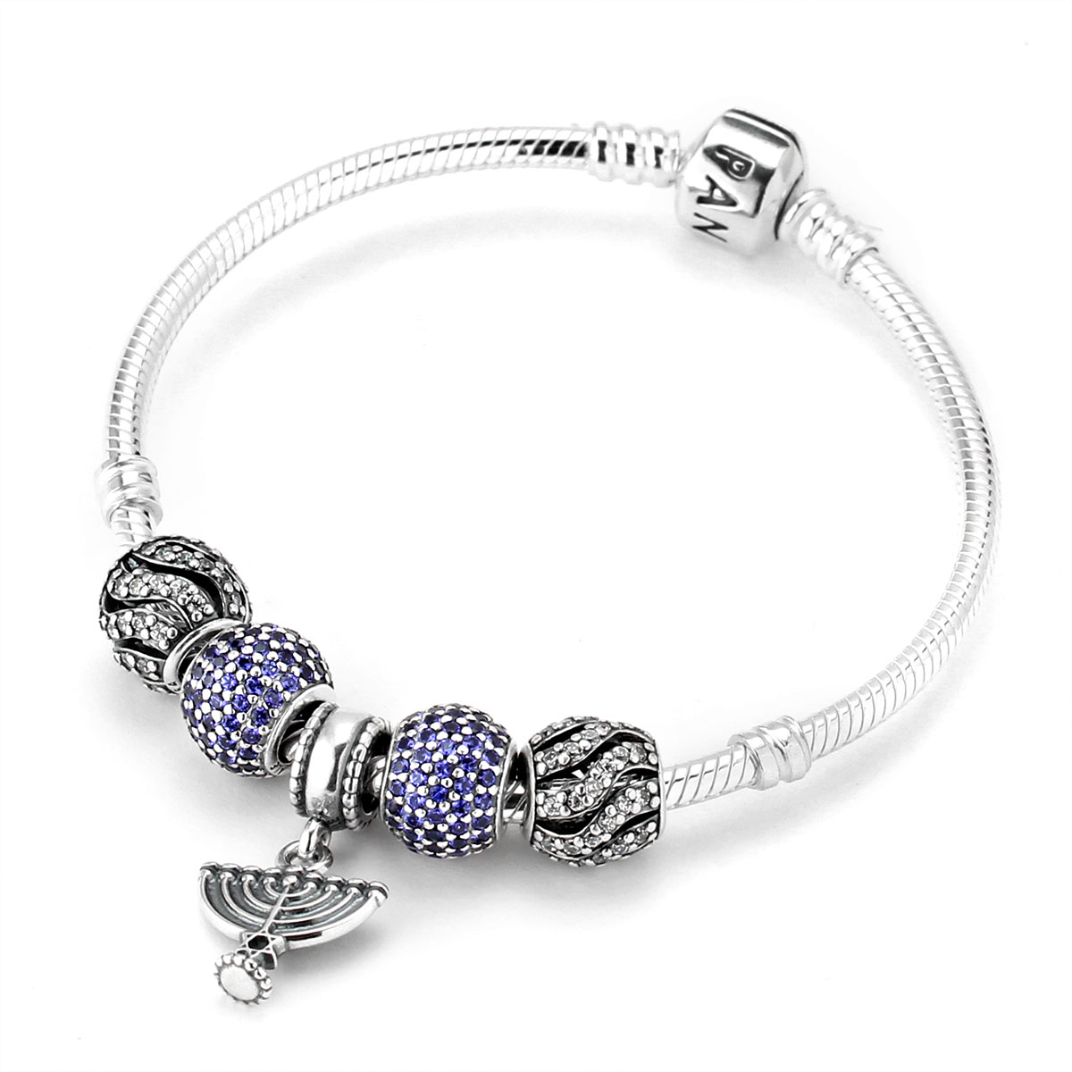 From elegant to contemporary, our bracelet styles include bangles, classic snake chains, leather, and more. Explore PANDORA bracelets and find a unique one that matches your style and personality.