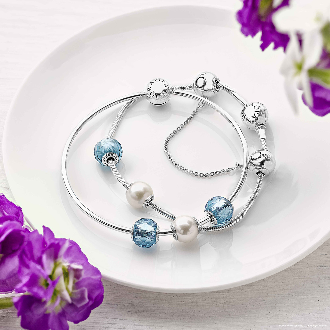 Pandora Essence Bangle Style Shot
