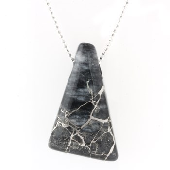 339962-Silver In Quartz Necklace