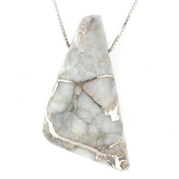 339970-Silver In Quartz Necklace