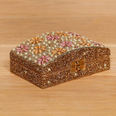 Bed and Breakfast Beaded Box