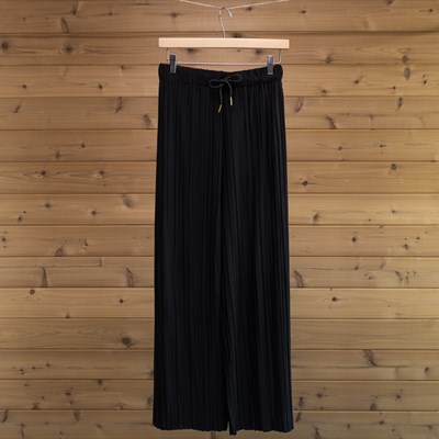 Black Pleated Knit Pant