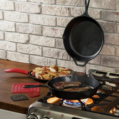 Lodge ® Cast Iron 6-Piece Essential Pan Set