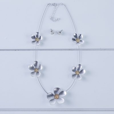2-Piece Flower Necklace